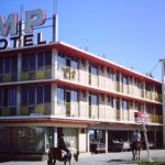 Horse-riders-at-Mid-Pacific-Motel-1967